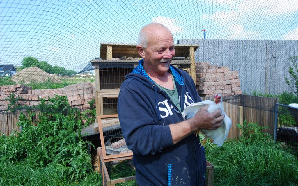 Wim van Leeuwen met duif - Uniek leven